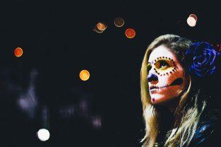 comomaquillarsedecatrina 10 • 2020 » 75 Ideas Geniales de Maquillajes de Catrinas Mexicanas 12