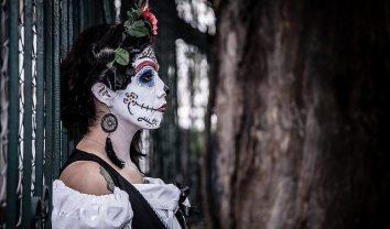 comomaquillarsedecatrina 11 e1500501188300 • 2020 » 75 Ideas Geniales de Maquillajes de Catrinas Mexicanas 11