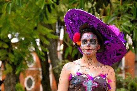 comomaquillarsedecatrina 17 • 2020 » 75 Ideas Geniales de Maquillajes de Catrinas Mexicanas 16