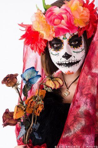 comomaquillarsedecatrina 21 • 2020 » 75 Ideas Geniales de Maquillajes de Catrinas Mexicanas 33