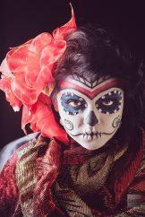 comomaquillarsedecatrina 22 • 2020 » 75 Ideas Geniales de Maquillajes de Catrinas Mexicanas 32