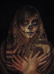 comomaquillarsedecatrina 25 • 2020 » 75 Ideas Geniales de Maquillajes de Catrinas Mexicanas 29