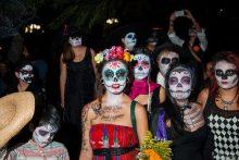 comomaquillarsedecatrina 27 • 2020 » 75 Ideas Geniales de Maquillajes de Catrinas Mexicanas 27