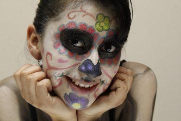 comomaquillarsedecatrina 30 • 2020 » 75 Ideas Geniales de Maquillajes de Catrinas Mexicanas 57