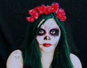 comomaquillarsedecatrina 31 • 2020 » 75 Ideas Geniales de Maquillajes de Catrinas Mexicanas 56