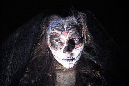 comomaquillarsedecatrina 33 • 2020 » 75 Ideas Geniales de Maquillajes de Catrinas Mexicanas 54
