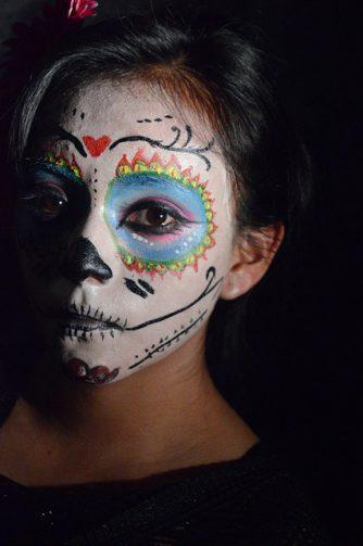 comomaquillarsedecatrina 35 • 2020 » 75 Ideas Geniales de Maquillajes de Catrinas Mexicanas 52