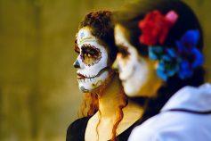 comomaquillarsedecatrina 36 • 2020 » 75 Ideas Geniales de Maquillajes de Catrinas Mexicanas 6