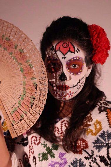 comomaquillarsedecatrina 42 • 2020 » 75 Ideas Geniales de Maquillajes de Catrinas Mexicanas 46