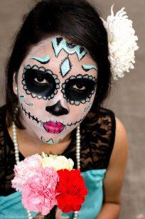 comomaquillarsedecatrina 45 • 2020 » 75 Ideas Geniales de Maquillajes de Catrinas Mexicanas 44