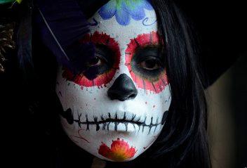 comomaquillarsedecatrina 6 • 2020 » 75 Ideas Geniales de Maquillajes de Catrinas Mexicanas 3