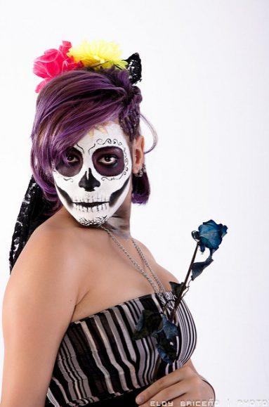 comomaquillarsedecatrina 7 • 2020 » 75 Ideas Geniales de Maquillajes de Catrinas Mexicanas 40