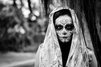comomaquillarsedecatrina 9 • 2020 » 75 Ideas Geniales de Maquillajes de Catrinas Mexicanas 38