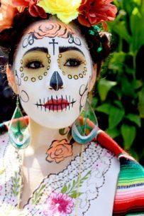 peinados de catrinas corto recogido 4 • 2020 » 30 Ideas Geniales de Peinados de Catrinas Mexicanas 4