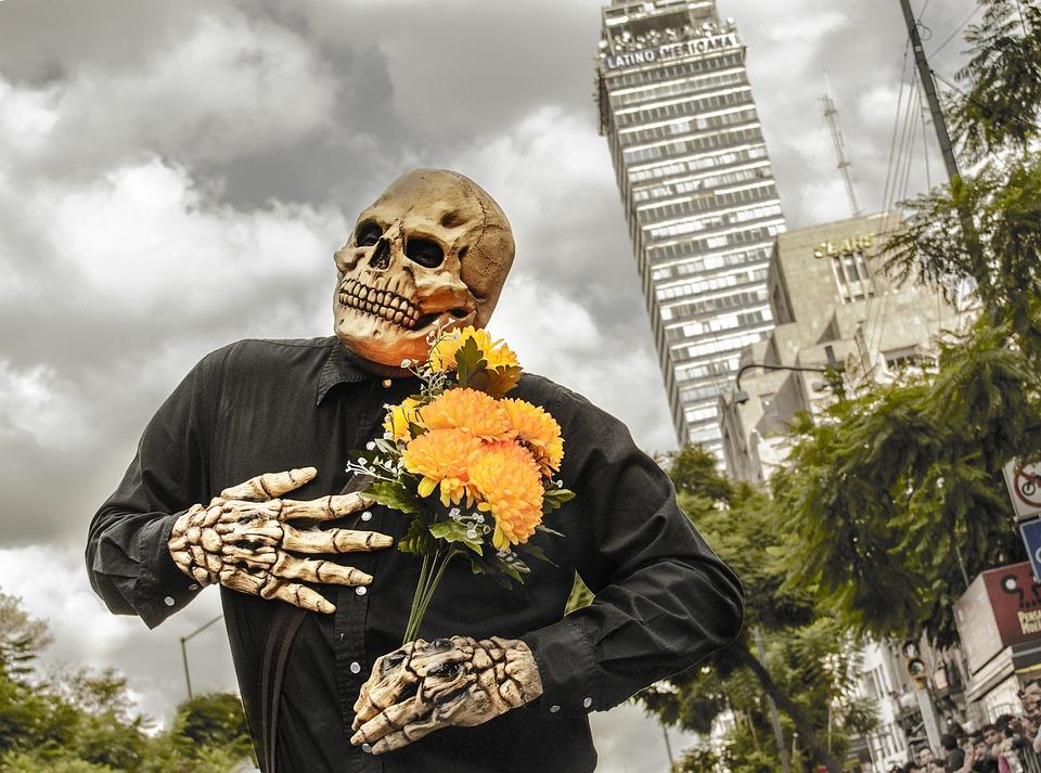 dia de los muertos altares flores 3 • 2020 » Día de los Muertos: Ofrendas, Decoraciones de altares y más 5
