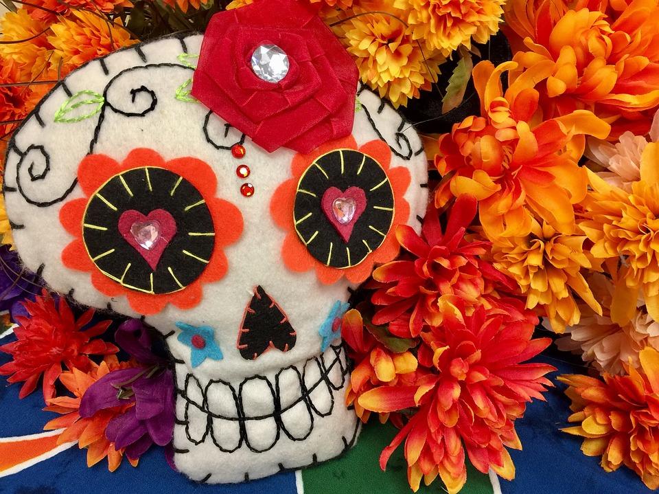 dia de los muertos altares flores 5 • 2020 » Día de los Muertos: Ofrendas, Decoraciones de altares y más 3
